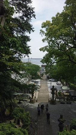 走水神社の境内から見る