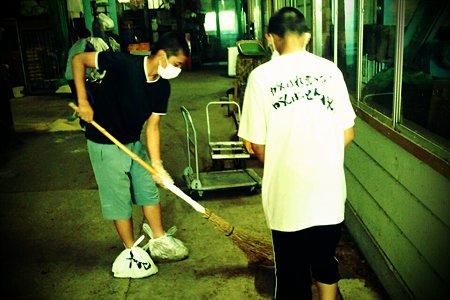 伊丹R.S 馬小屋掃除 (2)