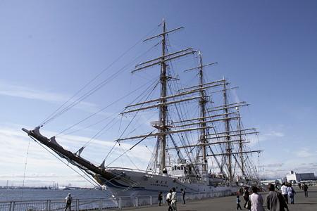 名古屋港ガーデン埠頭に停泊の海王丸