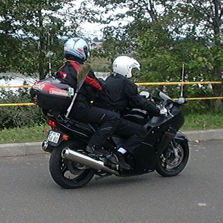 後方バイク(ホウキ付き)