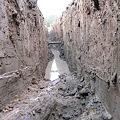 Photos: 暗渠、地中より