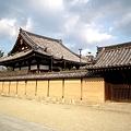 写真: 法隆寺境内にて20111229