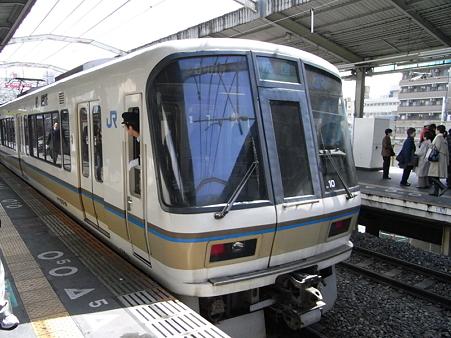 221系(新今宮駅)