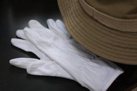 2012.05.15 机 100円ショップで手袋