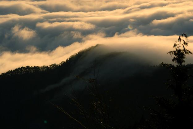 03 尾根を越える雲海・滝霧