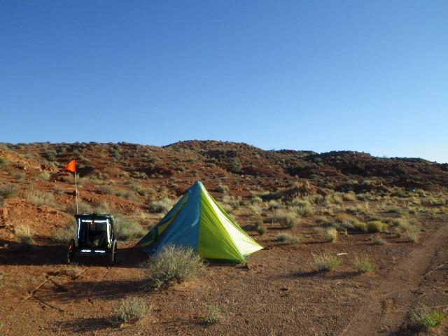 砂漠のキャンプ~ユタ州モニュメントヴァレイ付近