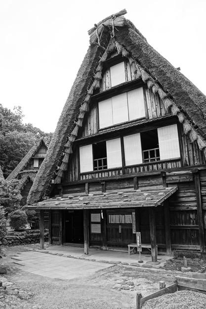 モノクロ 岐阜 白川郷の家・・20120630